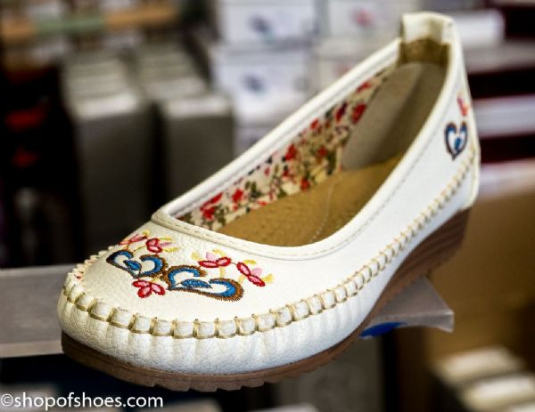 White soft faux leather summer pump with very pretty embroidered design.